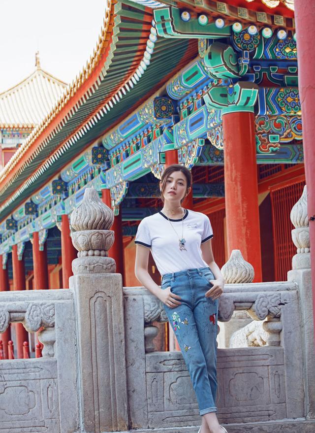陈妍希夏日游故宫 跨界变珠宝设计师