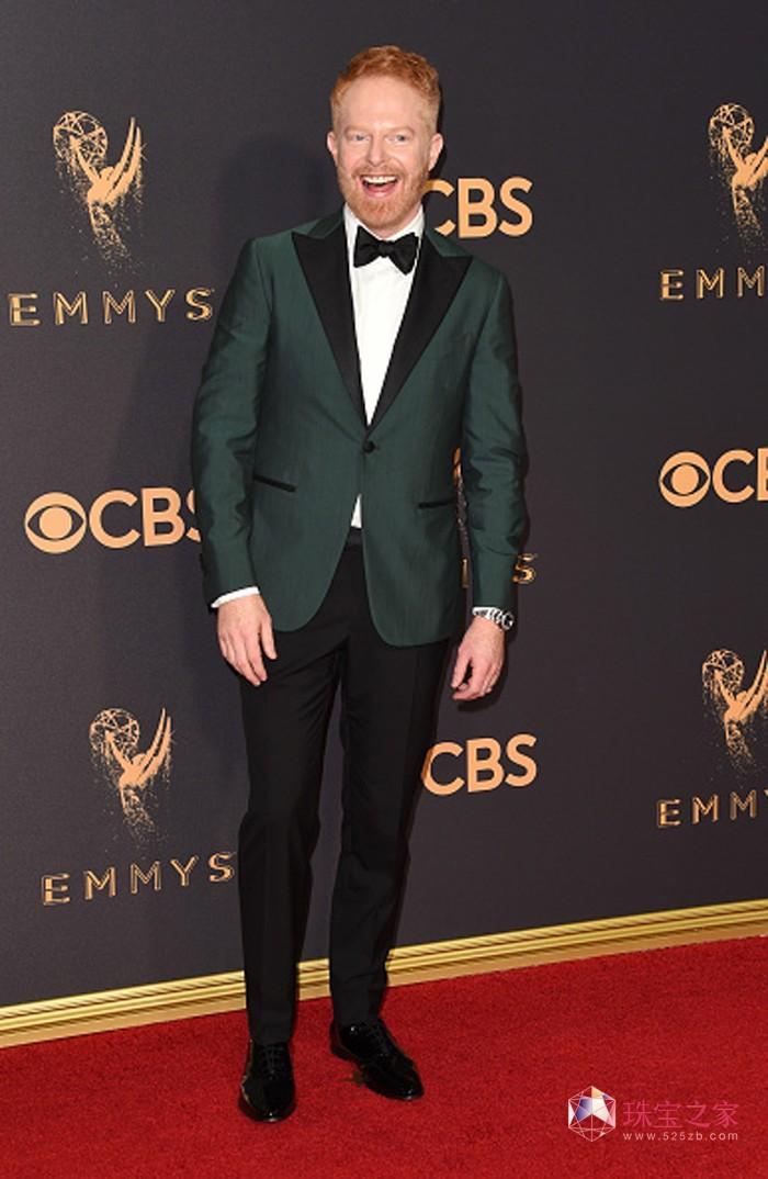 著名男星杰西·泰勒·弗格森(Jesse Tyler Ferguson)佩戴万宝龙匠心精品系列黑玛瑙袖扣亮相第69届艾美奖颁奖典礼