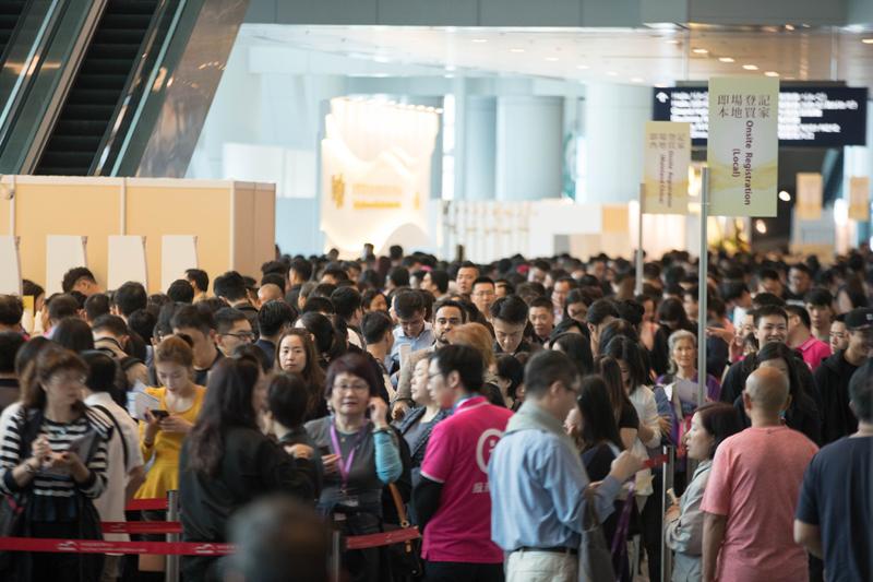 JMA HK 买家入场人数较去届上升近 15% 第五届香港珠宝小姐华丽诞生